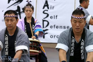 Fairford Les Taiko Drummers en action